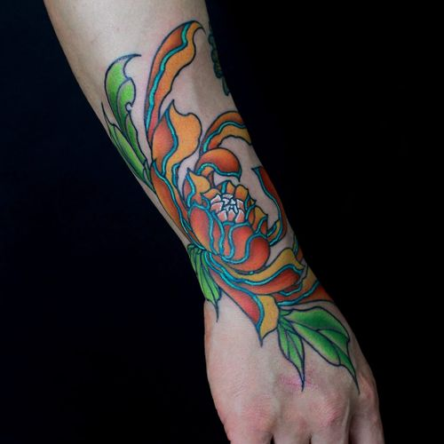 Tattoo by Shiryu Tattoo #Shiryu #handtattoo #hand #jobstopper #color #Japanese #neotraditional #flower #floral #leaves #chrysanthemum