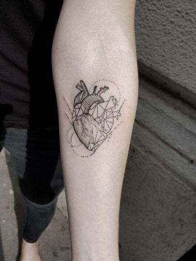 #kuro #kurotrash #tattoo #tattooing #tattoos #tattooed #tattooer #black #blackandwhite #blackwork #blackworkers #ink #inked #darkartists #darkart #bee #onlythedarkest #blackarts #blackink #graphic #line #tattooart #tattooartist #vienna #wien #heart #geometry #pattern