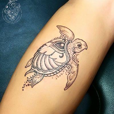 Little Turtle 🐢 #turtle #jewel #tattoos #Reminisce #Reminiscetattoo #bangkok #bangkoktattoo #thaitattoo #Thailand