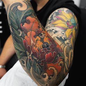 Tattoo by Fibs #Fibs #ElFibs #Japanese #illustrative #darkart #flower #floral #peony #leaves #nature #waves