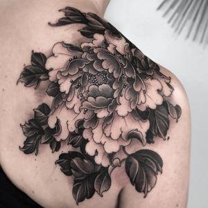 Tattoo by Fibs #Fibs #ElFibs #Japanese #illustrative #darkart #blackandgrey #peony #flower #floral #leaves