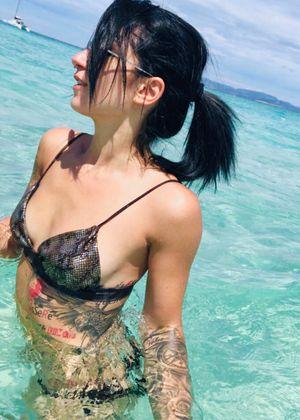 #tattoedgirl #love #tattooart #dreamcatcher #realistic #mandala #arm #leg #blackandgrey #blacktattoo #watercolor #detail #japanesetattoo #color #trashpolka #black #red #dad #luca #love #rose #blackrose #hand #lips #mirror #eagle #clock #compass