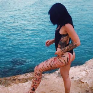 #tattoedgirl #love #tattooart #dreamcatcher #realistic #mandala #arm #leg #blackandgrey #blacktattoo #watercolor #detail #japanesetattoo #color #trashpolka #black #red #dad #luca #love #rose #blackrose #hand #lips #mirror #eagle #clock #compass #cat #blackcat
