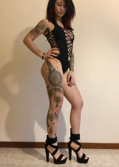 #tattoedgirl #love #tattooart #dreamcatcher #realistic #mandala #arm #leg #blackandgrey #blacktattoo #watercolor #detail #japanesetattoo #color #trashpolka #black #red #dad #luca #love