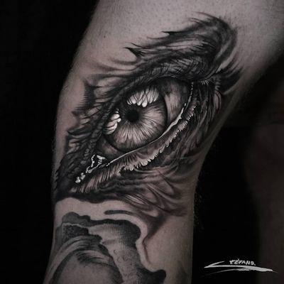 Tattoo by Stefano Alcantara #StefanoAlcantara #eyetattoos #eyetattoo #eye #anatomy #illustrative #realism #realistic #reflection #surreal #strange #ghost #smoke