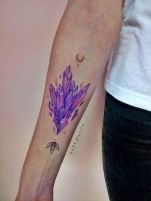 #crystals #crystaltattoo #magic #neotraditionaltattoos #watercolortattoo #dimond #purple