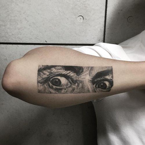 Tattoo by Qian Hong #QianHong #SalvadorDalitattoos #Dalitattoos #Dali #salvadordali #surrealism #surreal #painter #fineart #blackandgrey #eyes #portrait