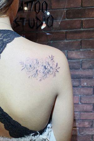 #linework #fineline #flower #floral #blackandgrey #pretty #la #girl