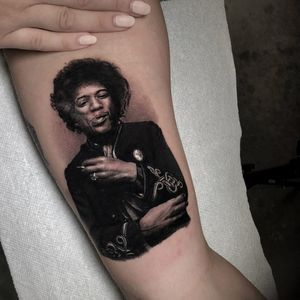 Tattoo by Veronique Imbo #veroniqueimbo #blackandgrey #portrait #jimihenrix #realism #realistic #hyperrealism #music #famous #singer #60s #smoke #tattoodomission #tattoodovision #tattoodo #tattoodoapp
