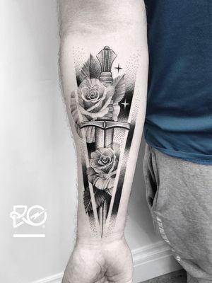 By RO. Robert Pavez • Prelude 🗡 • Done in studio Chronic ink • 2018 #engraving #dotwork #etching #dot #linework #geometric #ro #blackwork #blackworktattoo #blackandgrey #black #tattoo #fineline