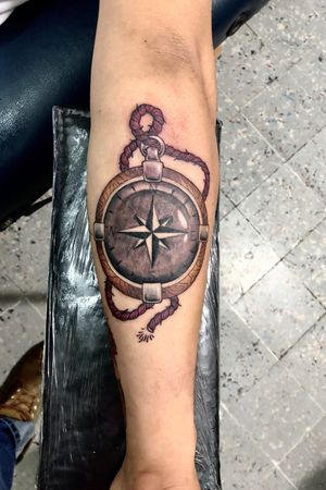 Neotraditional compass