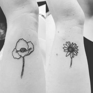 Outline flowers #outline #outlineflower #outlinetattoo #poppytattoo #poppy #daisey #daisy #daisytattoo #flowertattoo #tinytattoo