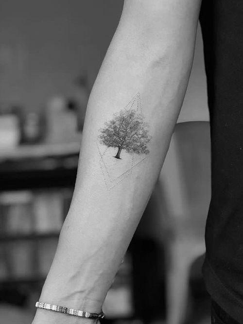 Tree #tree #linework #dotwork #minimalist #geometrictattoo #alianilercel