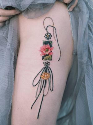 A black-knotted lotus norigae. #tattoo #Korea #tattooart #koreatattoo #koreatattooist #flowertattoo #illustration #birthflowertattoo #tattooistartmag #hongdae #flowers #coloredtattoo #lotusflower #watercolortattoo #hongdaetattoo #norigae #tattooistsion