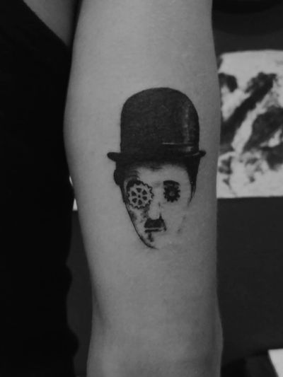 charlie chaplin #charliechaplin #charliechaplintattoo #tattoo #tattooart #tattooartist #surreal #dadaidmo #surrealismo #surrealistic #hat #blackandwhite #mustache #minimal #minimaltattoo #art #arte #actror #theater #retro #retrotattoo #vintagetattoo #vintagetattoos