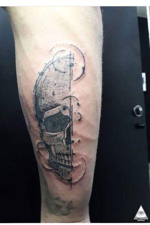 Trabalho feito através das ideias e referências trazidas pelo Vitor. Curtiu? Contatos: 55.11.9.9377-6985 E-mail: ericskavinsk@gmail.com Ou via direct. Apoio: @extremeskincare . . . . #ericskavinsktattoo #craniotattoo #caveiratattoo #tattoocaveira #esqueleto #skulltattoo #sketchtattoo #sketching #blackworktattoo #dotwork #tattoopontilhismo #inked #graphictattoo #electrickinkpen #electrickinkbr #electrickink #tattoodoapp #tattoodo #tattoodobr #whipshaded #extremeskincare #saopaulo #011