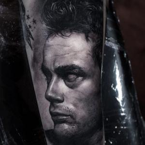Tattoo by Youngjin Jung #YoungjinJung #blackandgreyrealismtattoos #blackandgreyrealism #blackandgrey #realism #hyperrealism #realistic #JamesDean #movie #actor #film #portrait #rip