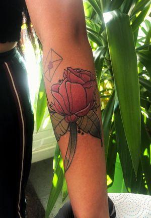 Did this bell rose 🌷 . . . . . . . . . . #tattoo #tattooartist #tattoodesign #art #tattooistlondon #tattoouk #tattoolondon #blackandgreytattoo #picoftheday #colourfultattoo #colourtattoo #traditionaltattoo #oldschooltattoo #egomachines #stencilstuff #tattoogoo  #besttattoo #customtattyoo #mandala #dotwork #letteringtattoo #writingtattoo #tattoostudio #photooftheday #like4like #follow4follow #handpoke