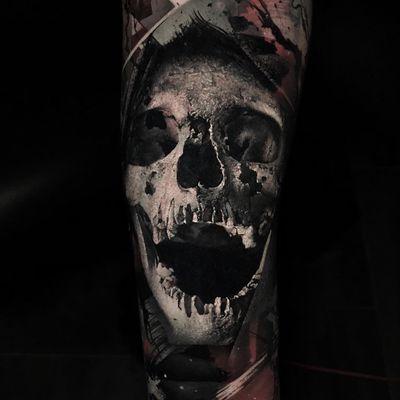Tattoo by Thomas Carli jarlier #ThomasCarlijarlier #blackandgreyrealismtattoos #blackandgreyrealism #blackandgrey #realism #hyperrealism #realistic #skull #death #skeleton