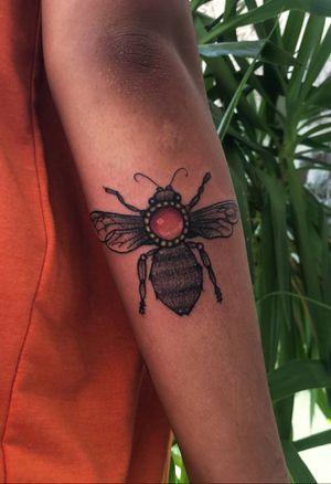 Cute lil bee 🐝 . . . . . . . . . . #tattoo #tattooartist #tattoodesign #art #tattooistlondon #tattoouk #tattoolondon #blackandgreytattoo #picoftheday #colourfultattoo #colourtattoo #traditionaltattoo #oldschooltattoo #egomachines #stencilstuff #tattoogoo  #besttattoo #customtattyoo #mandala #dotwork #letteringtattoo #writingtattoo #tattoostudio #photooftheday #like4like #follow4follow #handpoke #savethebees