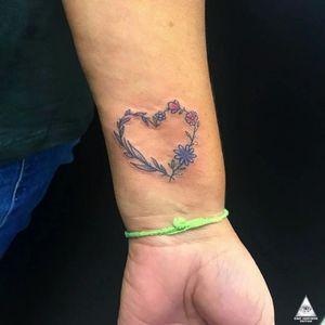Trabalho delicado e exclusivo feito esses dias. Curtiram? Contatos: 55.11.9.9377-6985 E-mail: ericskavinsk@gmail.com Ou via direct. Apoio: @extremeskincare @moda_gatoderua . . . . #ericskavinsktattoo #hearttattoo #tatuagemdecoracao #coracaotattoo #flowertattoo #tattooflor #colortattoo #tatuagemcolorida #delicatetattoo #tattoodelicada #fineline #linhafina #electrickinkpen #electrickink #electrickinkbr #tattoodoapp #tattoodo #tattoodobr #graphictattoo #saopaulo #011 #tatuagem