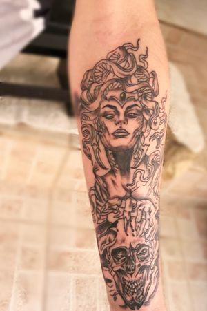 @Jão tatto encosta no face 💉🤙. Gradece aliado .. Medusa 💉🐍🤩
