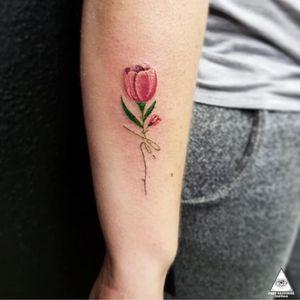 Trabalho exclusivo criado para a cliente. Curtiu? Contatos: 55.11.9.9377-6985 E-mail: ericskavinsk@gmail.com Ou via direct. Apoios: @extremeskincare . . . . #ericskavinsktattoo #tuliptattoo #tattootulipa #tulipatattoo #flowertattoo #tattooflor #colortattoo #tatuagemcolorida #delicatetattoo #tatuagemdelicada #fineline #linhafina #fe #faith #girl #inked #tattoo2me #drawing4tattoo #electrickinkpen #electrickink #electrickinkbr #tattoodoapp #tattoodo #tattoodobr #graphictattoo #011 #saopaulo #mktpop