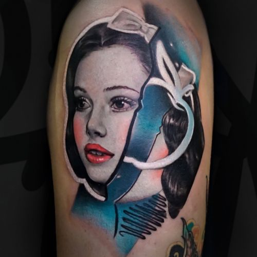 """""""Snow White"""", did in Macau. I think some old tales can be relate nowadays too 🍏 ___________________________________ I'm on the road - check my schedule. _______________________ jaer.booking@gmail.com _______________________ #Tattoodo #tattoo #tattooart #disney #disneytattoo #disneyprincess #snowwhite #jaer #jaertattoo"""