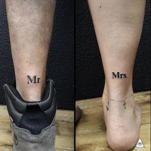 Tatuagem de casal, para o dia de hoje. Tatuagens feitas no casal @fabiocicca @amanditajarrouge Muito obrigado pela confiança. Curtiram? Contatos: 55.11.9.9377-6985 E-mail: ericskavinsk@gmail.com Ou via direct. Apoios: @extremeskincare . . . . #ericskavinsktattoo #mr #mrs #tatuagemdecasal #coupletattoo #valantineday #diadosnamorados #tatuagem #tattoo #inked #electrickinkpen #electrickinkbr #electrickink #tattoodoapp #tattoodo #tattoodobr #drawing4tattoo #tattoo2me #alphavilleearredores #alphaville #barueri #osasco #carapicuiba #011 #saopaulo