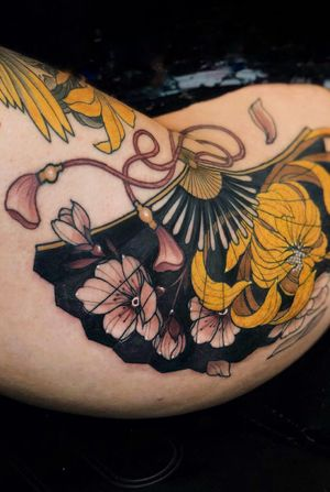 Japanese Fan by Jen Tonic #fan #japanese #neotraditional #neotraditionaltattoo #flower #thigh #chrysanthemum #cherryblossom #color