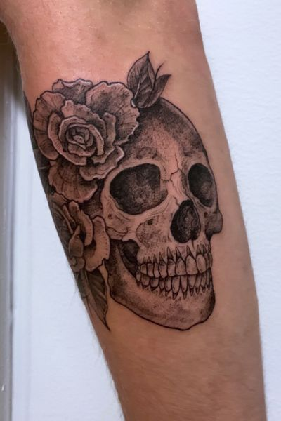 #skull #dotwork #stipple #nyc #floral