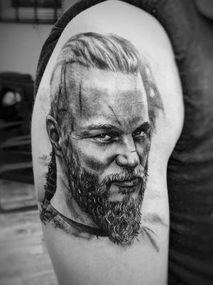 Rioger tattoo #art #tattooartist #blackandgrey #Black #portraittattoos #retrato #blackandgreytattoo #tattooart #realism #realistic