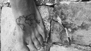 🗺️ #map #maptattoo #minimal #minimaltattoos #minimalistic #stattoos #tattoed #tattooart #tattooartist #lovetattoos #mappa #travel #traveling #traveltattoos #tattooapprentice #sunskin #sunskintattoomachines #feettattoo #tattooart #tattooideas