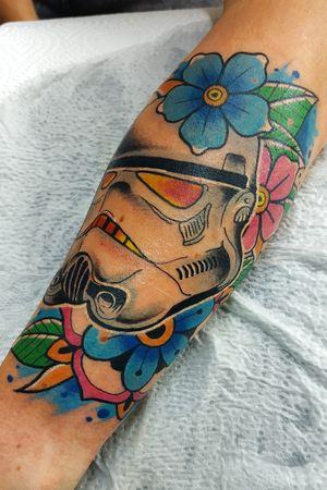 Stormtrooper powa! by Tondrik. Do not copy please #tondriktattoo #starwars #starwarstattoo #starwarsfan #tattooartist #tattooartistmagazine #neotraditionaltattoos
