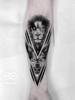 By RO. Robert Pavez • Night Lords XI • Done in studio ZOI TATTOO • Stockholm 🇸🇪 2018 #engraving #dotwork #etching #dot #linework #geometric #ro #blackwork #blackworktattoo #blackandgrey #black #tattoo #fineline