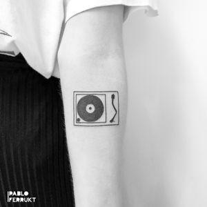 Minimalistic turntable for Nikita! Thanks so much!  Appointments at email@pabloferrukt.com or DM. #minimalistictattoo . . . . #tattoo #tattoos #tat #ink #inked #tattooed #tattoist #art #design #instaart #geometrictattoos #flowertattoo #tatted #instatattoo #vinyl #tatts #tats #amazingink #tattedup #inkedup #berlin #berlintattoo #techno #minimal #berlintattoos #fineline #technics1200  #tattooberlin #turntabletattoo
