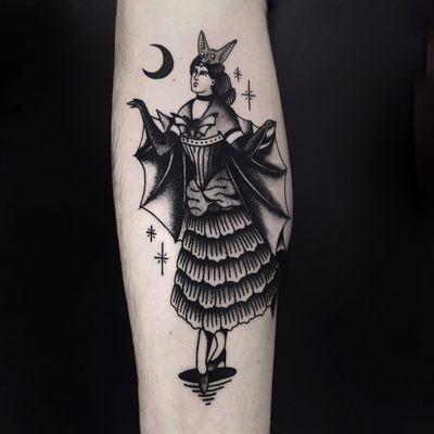 Tattoo by Pablo Lillo #PabloLillo #HalloweenTattoos #Halloween #Samhain #spooky #trickortreat #blackandgrey #lady #pinup #bat #vintage #moon #stars #costume