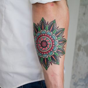 Traditional mandala by TattooSved #tattoo #oldschooltattoo #traditionaltattoo #oldlines #boldlines #boldwillhold  #classictattoo #tradtattoo #classictattooing #tradworkers #København #copenhagen #traditionaltattoos