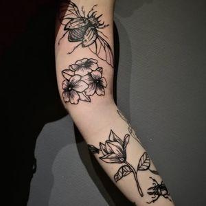 #flowertattoo #insecttattoo #beetletattoo #magnioliaflowers #blackworktattoo #blackink #inkedgirl #picoftheday
