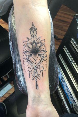#girlstattoo #tattoosforgirls #mandala #tattoo #tattoos