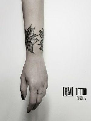 Bracelet from leaves 🌿 by @angelmetall  _________ #angelmetallart #armtattoo #tattooforgirls #botanicaltattoo #lineworktattoo #wipshading #tattooflowers #botanicalart #tattooart #tattoooftheday #besttattoos