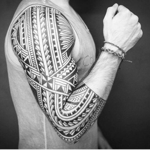 Tattoo by Rafa Firmino #RafaFirmino #tribaltattoos #tribaltattooing #tribal #ancient #blackwork #pattern #linework #dotwork #shapes #abstract