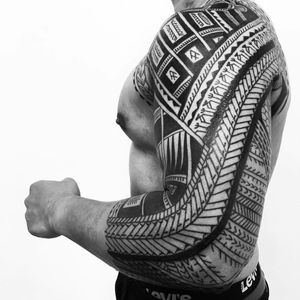 Tattoo by Thierry Rossen #thierryrossen #tribaltattoos #tribaltattooing #tribal #ancient #blackwork #pattern #linework #dotwork #shapes #abstract