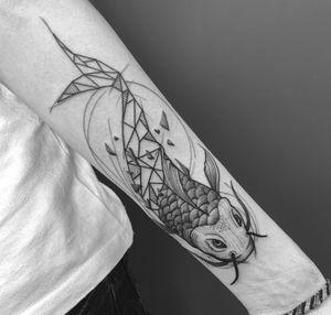 Done at logia tattoo bcn🔥🔥🔥 #fish #koi #geometry #dotwork #bcn #barcelona