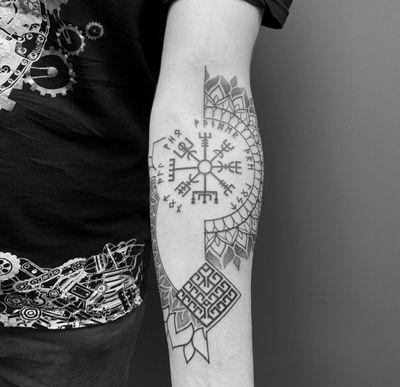 Done at logia bcn 🔥🔥 #viking #geometry #mandala #dotwork #bcn #barcelona