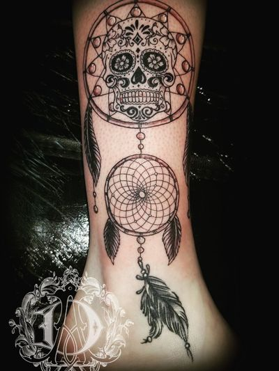 Day of the dead dreamcatcher tattoo #tattoodesign #tattoos #tattoomafia #alexdavidsontattoos #design #instagood #instashare #instart #instaink #fkirons #xion #fkironsxion #tattoopen #tattoo #tat #tattooshop #art #shading #eliteneedles #eternalink #dynamicink #dayofthedead #skull #dreamcatchertattoo #legtattoo #candyskull