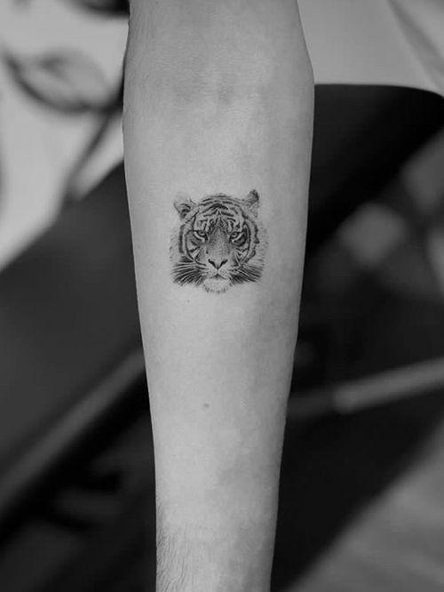 Tiger #tigertattoo #realism #smalltattoo