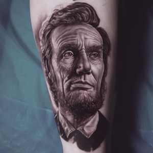 Tattoo by Ralf Nonnweiler #RalfNonnweiler #realismtattoos #hyperrealismtattoos #realism #hyperrealism #realistic #blackandgrey #portrait #abelincoln #president #usa #america