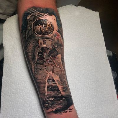 Tattoo by Veronique Imbo #VeroniqueImbo #realismtattoos #hyperrealismtattoos #realism #hyperrealism #realistic #color #astronaut #moon #space #galaxy