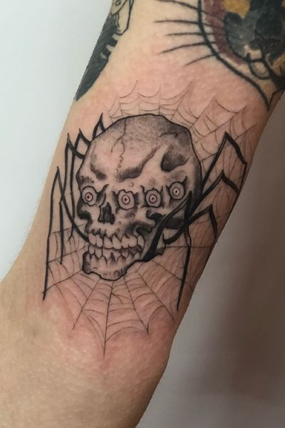Fun skull spider, for booking email stapleton.tattoo@gmail.com or DM me. #oneshottattoo #traditional #spider #skull #spiderweb #sanfrancisco #bng